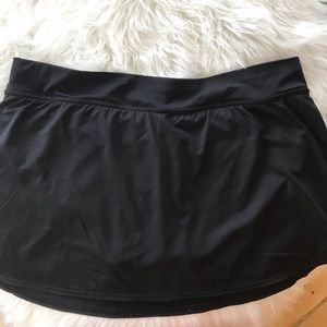 Land's End black swim skirt with attached panty